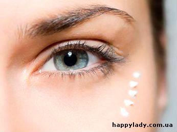 крем вокруг глаз ухаживает за кожей и сохраняет красоту лица
