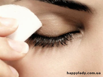Правильное снятие макияжа с глаз